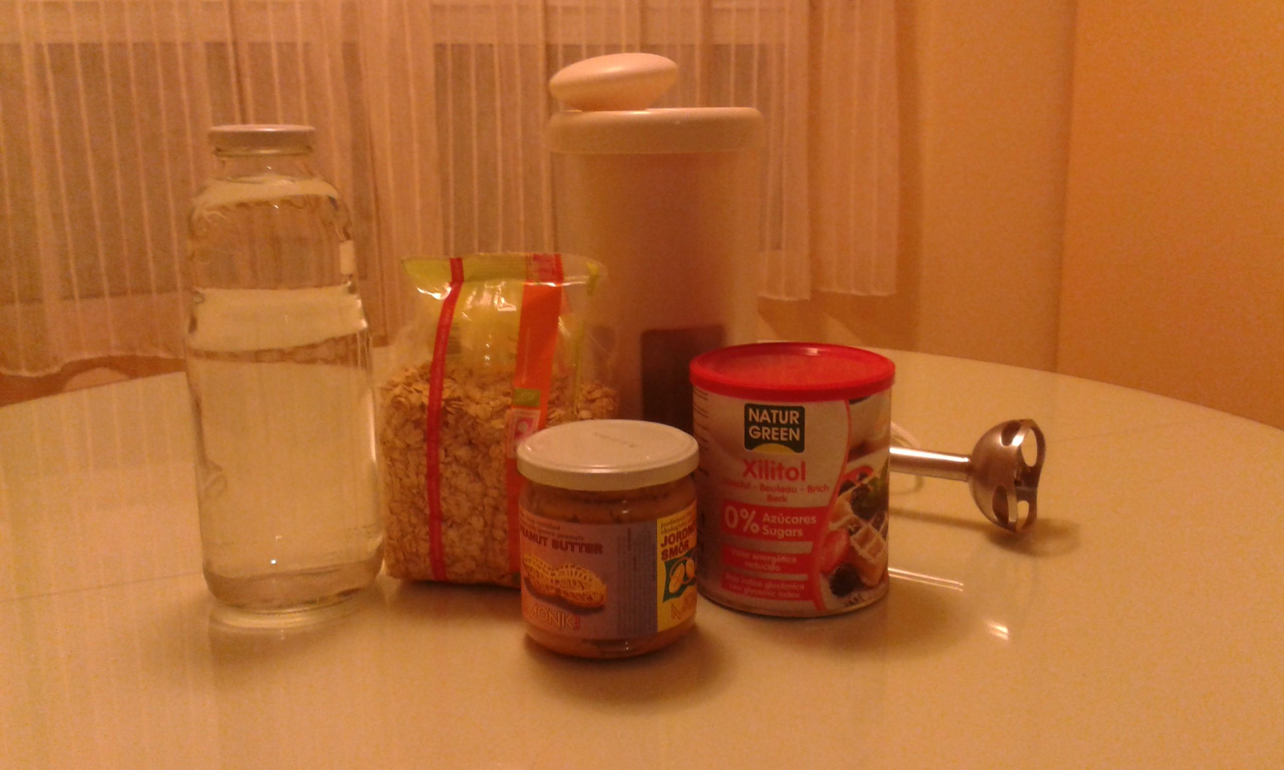 Bebida de avena con cacahuetes